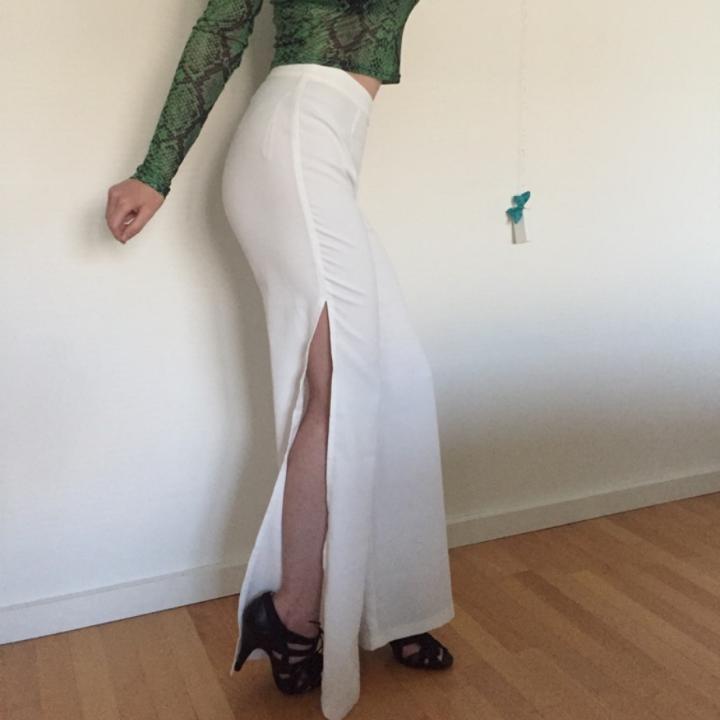 🌼 WHITE SLITS PANTS🌼 [Allt secondhand i snyggt skick] Frakt: 50:-. Jeans & Byxor.