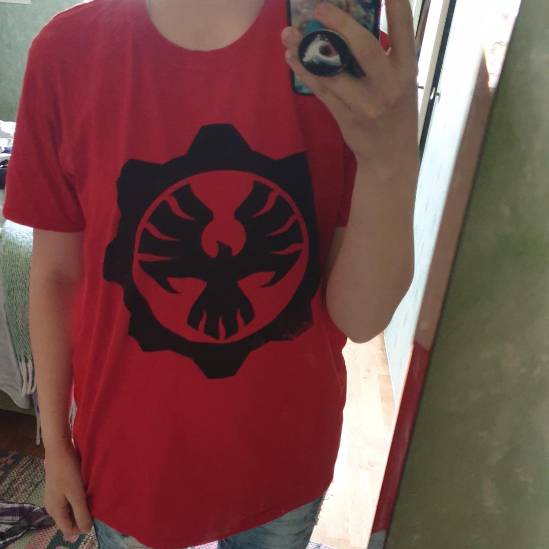 Gears of wars tröja från en lootcrate. Frakt inte inkluderad och priset går att diskutera.. T-shirts.