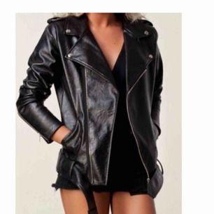 Ønsker å kjøpe denne jakka fra Angelica Blick sin kolleksjon for Nelly. Størrelse L. Send melding om du her en du vil selge.