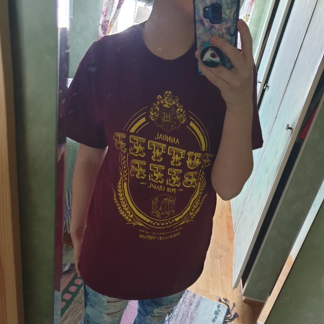 Harry Potter tröja från en lootcrate. Använd 3 gånger. Priset går att diskutera och frakt inte inkluderad.. T-shirts.