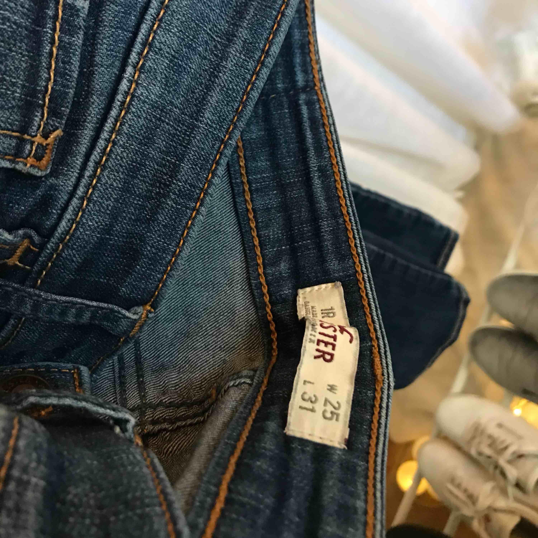 Extremt snygga och sköna Hollister jeans som inte kommer till användning🌹. Jeans & Byxor.