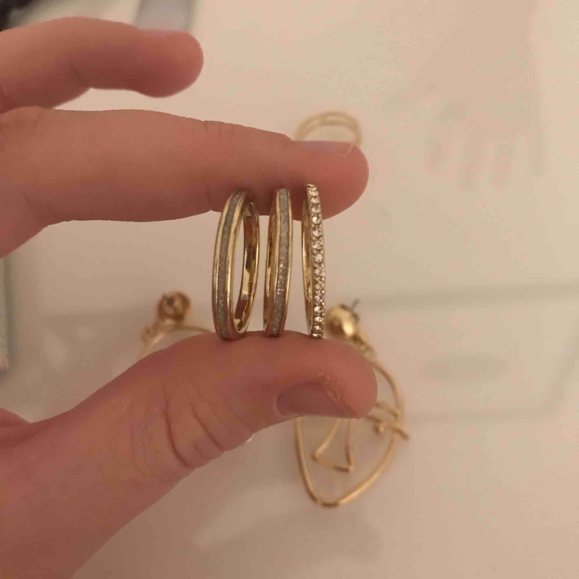 smycken från Gina! Alla för 40kr, köparen står för frakt💗 hör av er för frågor. Accessoarer.