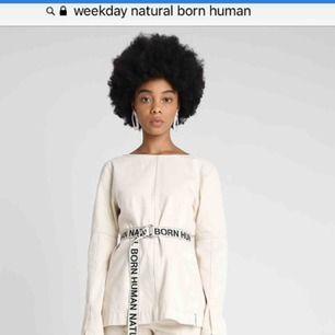 Weekday Natural Born Human MONTANA blouse. Limiterad blus från weekdays släpp de gjorde i vintras. Använd 1 gång för en fotografering.