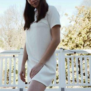 Suuperfin studentklänning från NLY. Upplever att den är något kort på mig därav måste jag sälja den...(172cm).