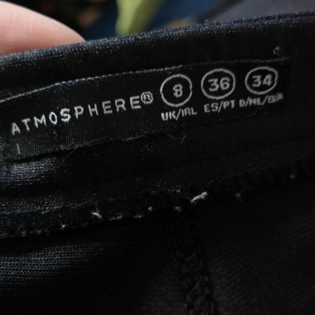 Ett par skitsnygga discopants i storlek 34, passar mig och jag har oftast xs. Frakten för dessa ligger på 63 kr, samfraktar gärna! 👍😌 (mer fraktkostnad kan tillkomma vid köp av flertalet varor) . Jeans & Byxor.