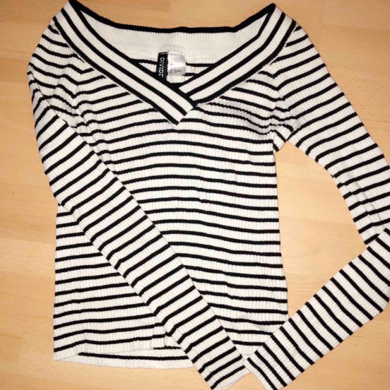 Riktigt fin tröja som inte kommer till användning. Ordpris 249kr🌸. Skjortor.