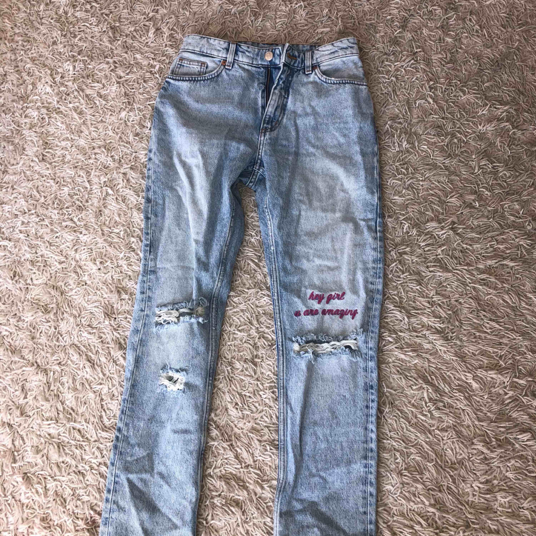 Straight jeans från Monki i strl W27. Nyskick!. Jeans & Byxor.