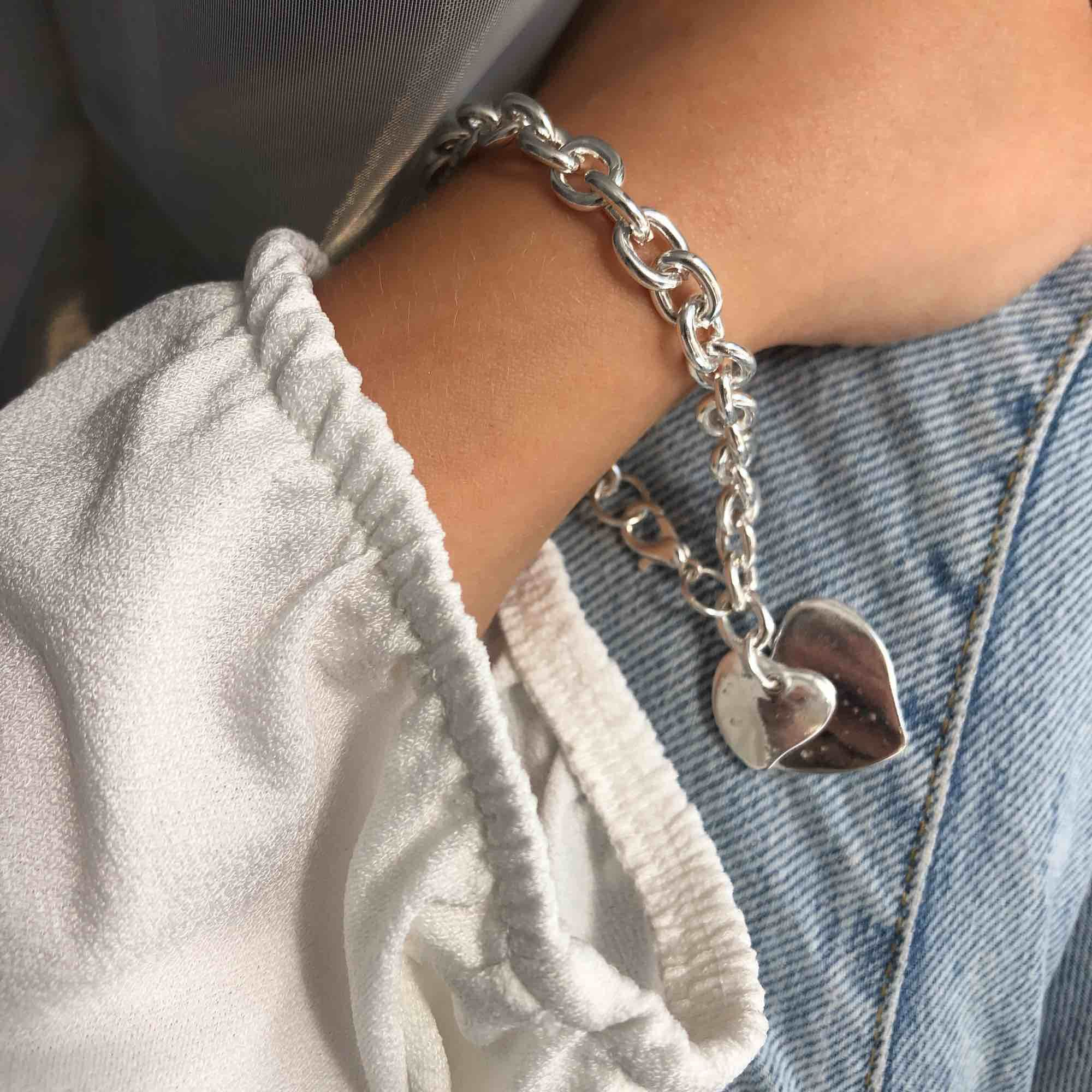 Helt nytt armband i äkta silver, asken/lådan ingår 🌞 Fri frakt! . Accessoarer.