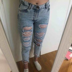 Mom jeans från Pull&Bear, storlek 40 men sitter som 38. Använda en gång