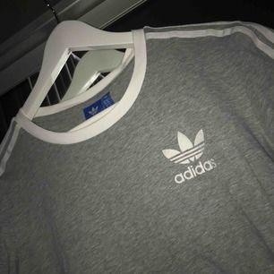 Grå tröja från adidas som aldrig är använd🌹