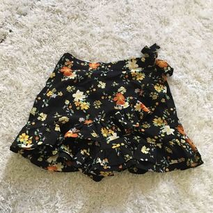 Shorts som ser ut som en kjol, mycket fins skick❤️