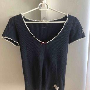 Säljer denna odd molly t-shirt som är köpt på Nelly.com för 595kr.  Möts upp i Karlskoga, kan även frakta men då står köparen för kostnaderna.