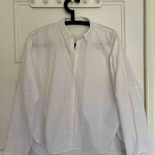 Skjorta från Mango aldrig använd