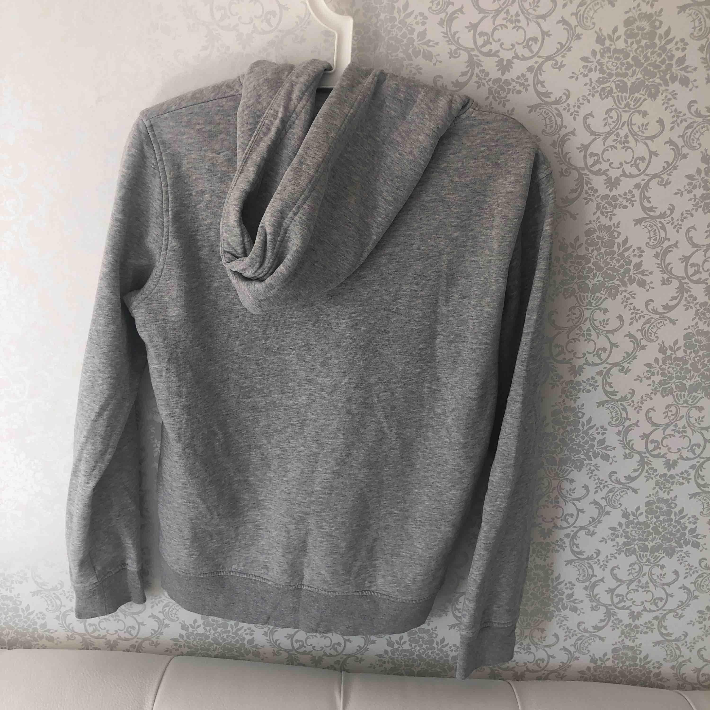 Skit snygg hooodieee från gant som är perfekt för sommaren, köptes på sommarlovet 2018❤️. Huvtröjor & Träningströjor.