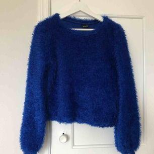 Blå fluffig tröja. Köpare står för frakt!!😊