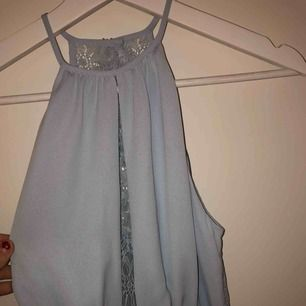 Superfin klänning från en limited edition kollektion från H&M. Aldrig använd och lapp kvar. Skriv för fler bilder💕💕