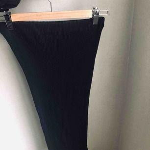Svart ribbad kjol. Använd 1 gång. frakt 20kr❤️