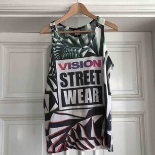 Vision Street Wear tank top. Kan hämtas i Uppsala eller skickas mot fraktkostnad