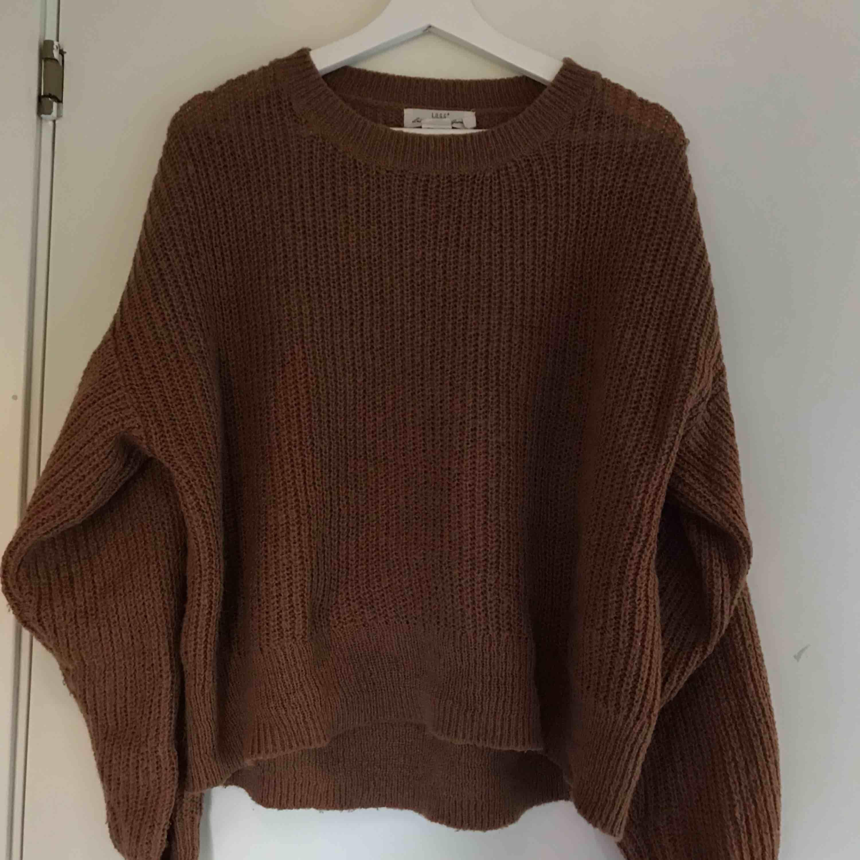Nästan sprillans ny stickad tröja från h&m. Väldigt mysig och bekväm. Kommer tyvärr aldrig till användning :/. Stickat.
