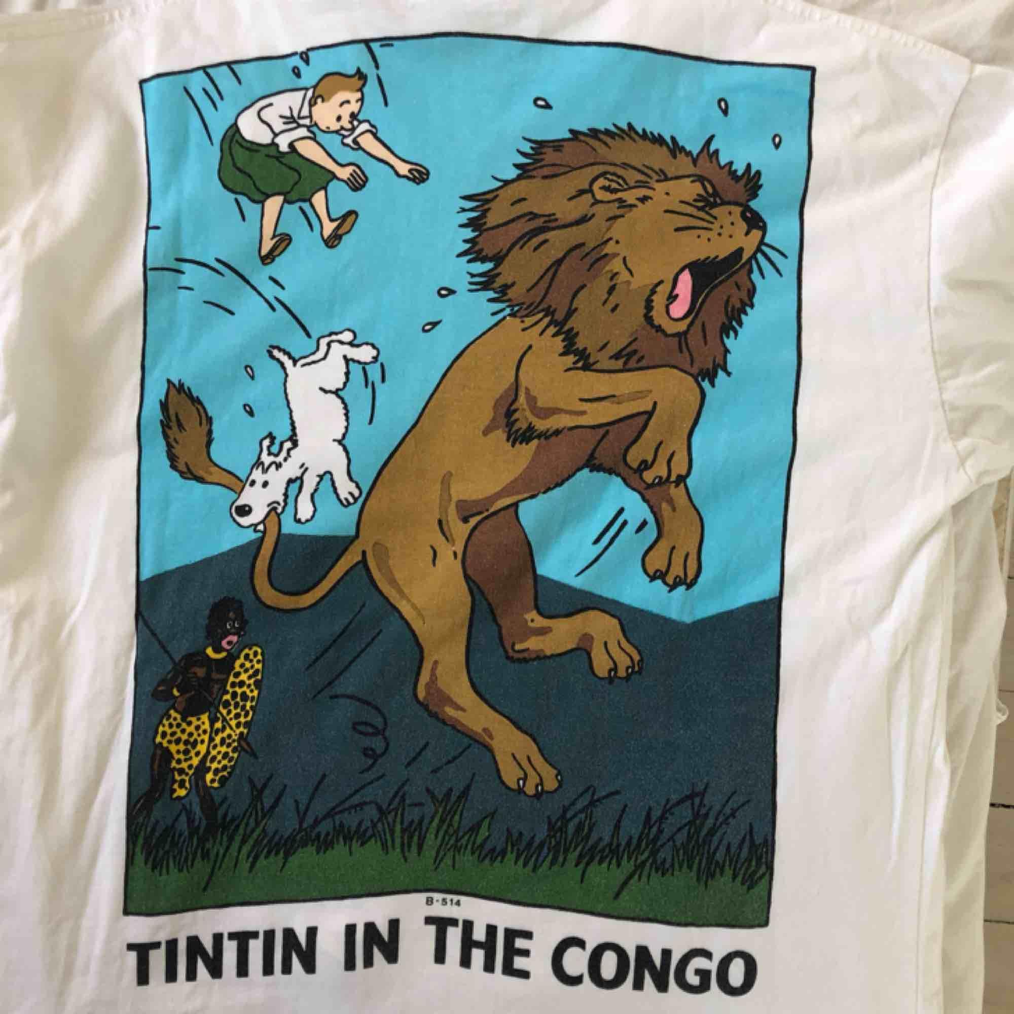 Skitsnygg, unik och fläckfri tröja med Tintin! One of a kind. Herrstorlek L men är mer mot M hållet. Kolla gärna på mina andra annonser! . Toppar.