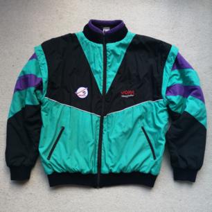 Vintage oversize jacka i turkos/lila/svart 🙂