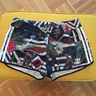 Grymma shorts från Adidas. Frakt ingår i priset! Skickas som brev.