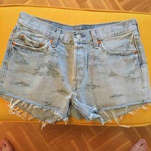 Shorts från Levis köpta från Junkyard. Aldrig använda. W 28 100% cotton