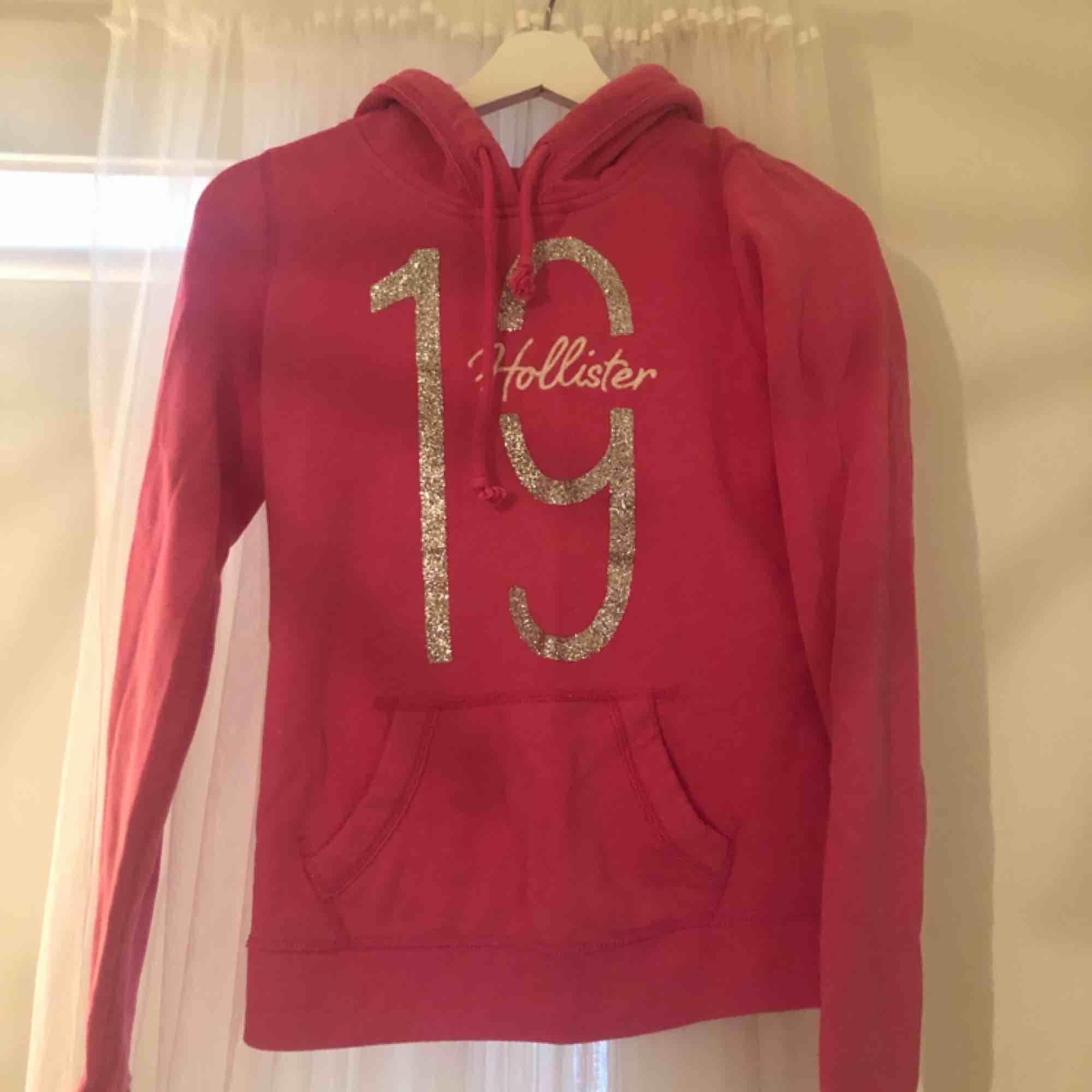 Väl använd hoodie från Hollister. Huvtröjor & Träningströjor.