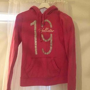 Väl använd hoodie från Hollister