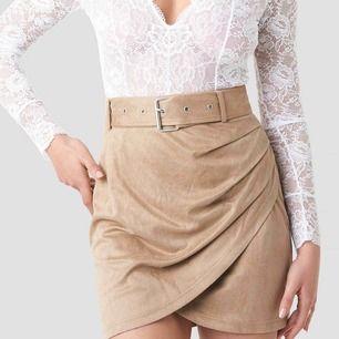 Slutsåld kjol från Linn Ahlborgs kollektion hos NA-KD, helt ny med lappar och plast kvar. Strl 36