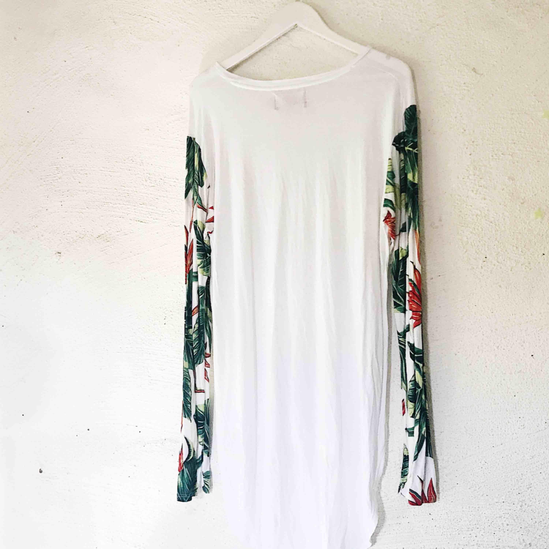 Fin tröja från Sweet SKTBS. Använd en gång. Jag köpte den som L pga ville att den skulle vara lite oversize - passar därmed alla storlekar. Kan såklart skicka fler bilder! Frakt tillkommer 🌹. Tröjor & Koftor.