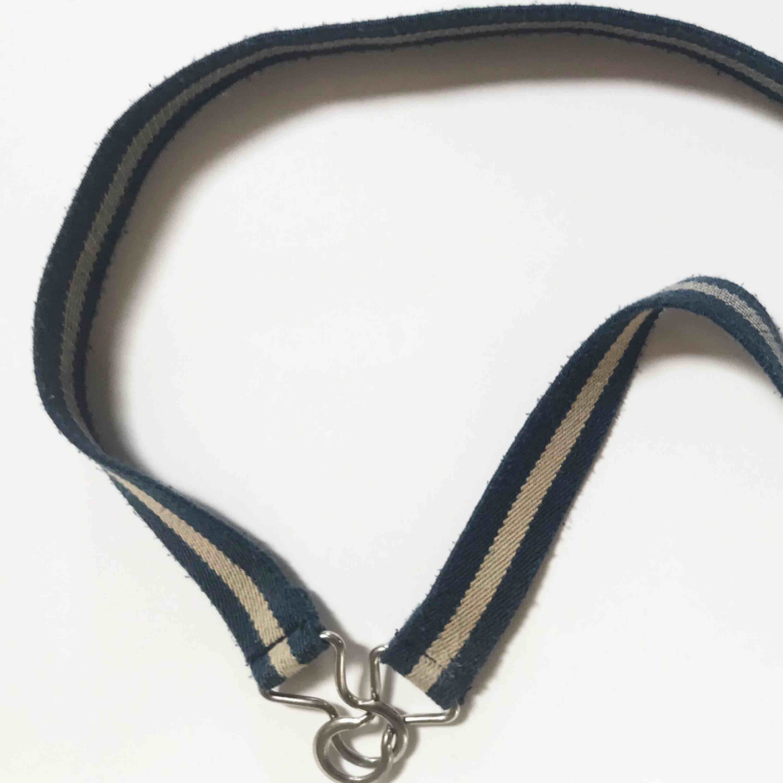 Fint bälte köpt på secondhand för längesen. I använt skick. Frakt tillkommer 🌹. Accessoarer.