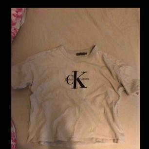 T-shirt från Calvin Klein i storlek xs  Köparen står för frakt