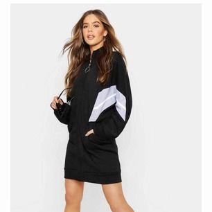 Sweatshirt klänning med lite pösiga armar. Svinsnygg men för stor för mig, helt oanvänd, endast testad.
