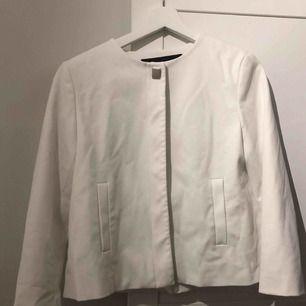 Säljer denna jacka/blazer från Zara ❣️