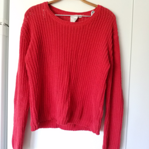 Stickad röd mysig tröja