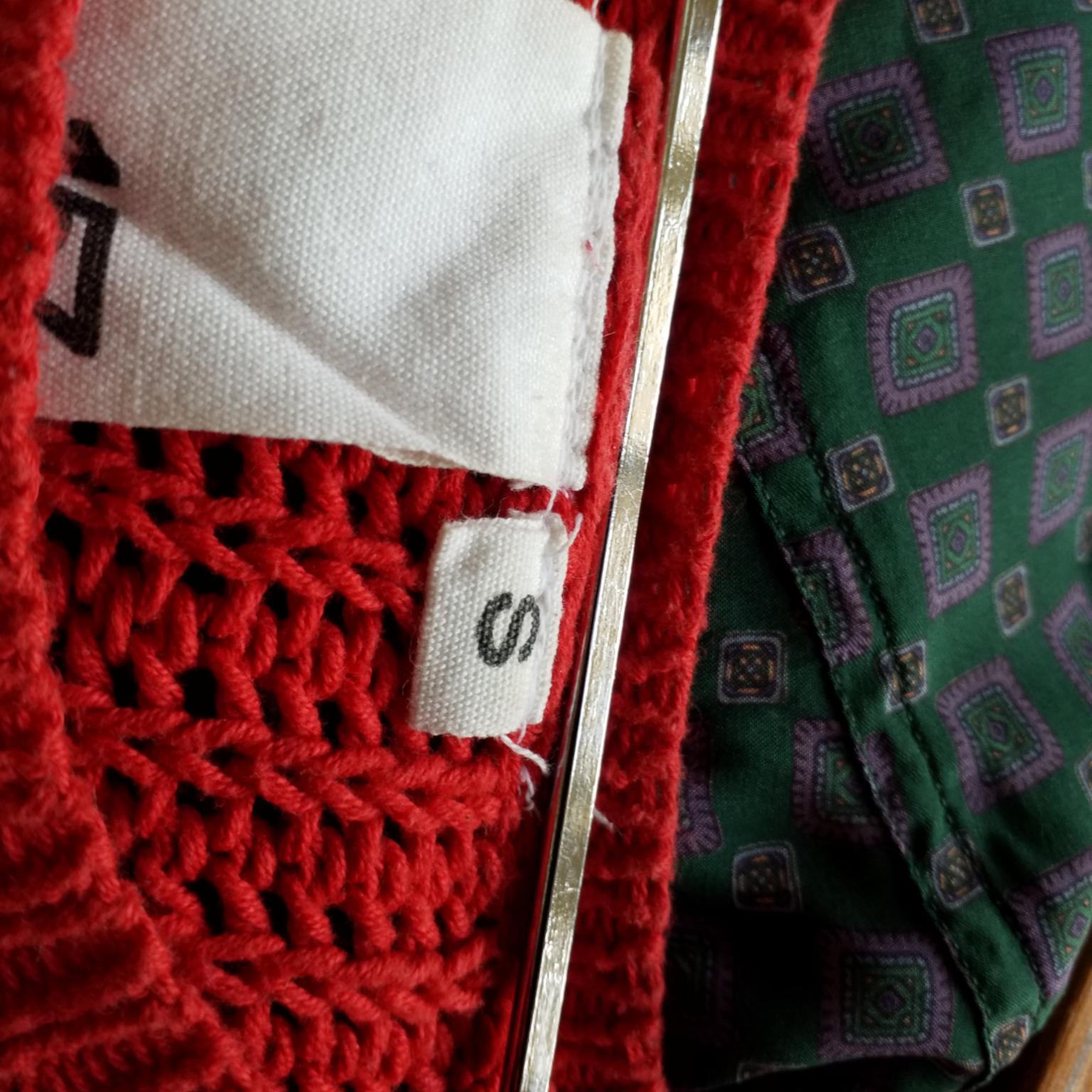 Stickad röd mysig tröja . Tröjor & Koftor.