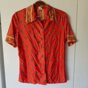 Kortärmad skjorta i sidenmaterial
