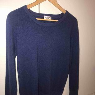 Rundhalsad Soft Goat cashmere tröja. Använd ett fåtal gånger, som ny!