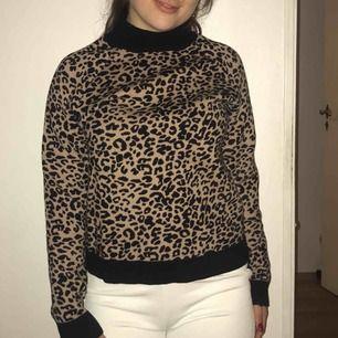 Trenden leopardtröja, varm och mysig!