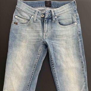 Super snygga jeans från Tiger Of Sweden! Storlek 24/32. Möts upp i Stockholm eller fraktas! 🌹  Nytt pris: ca 1500kr Mitt pris: 350kr