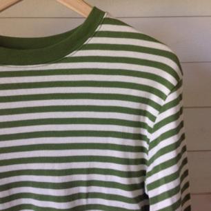 Super skön randig tröja, storlek medium.🌿