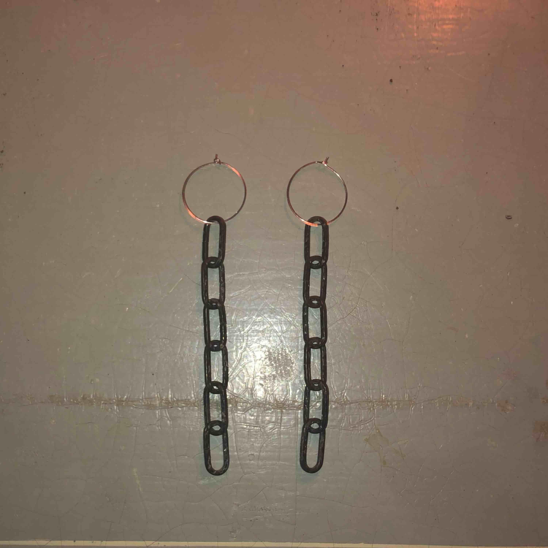 Skit coola örhängen!🖤 FRI FRAKT. Accessoarer.