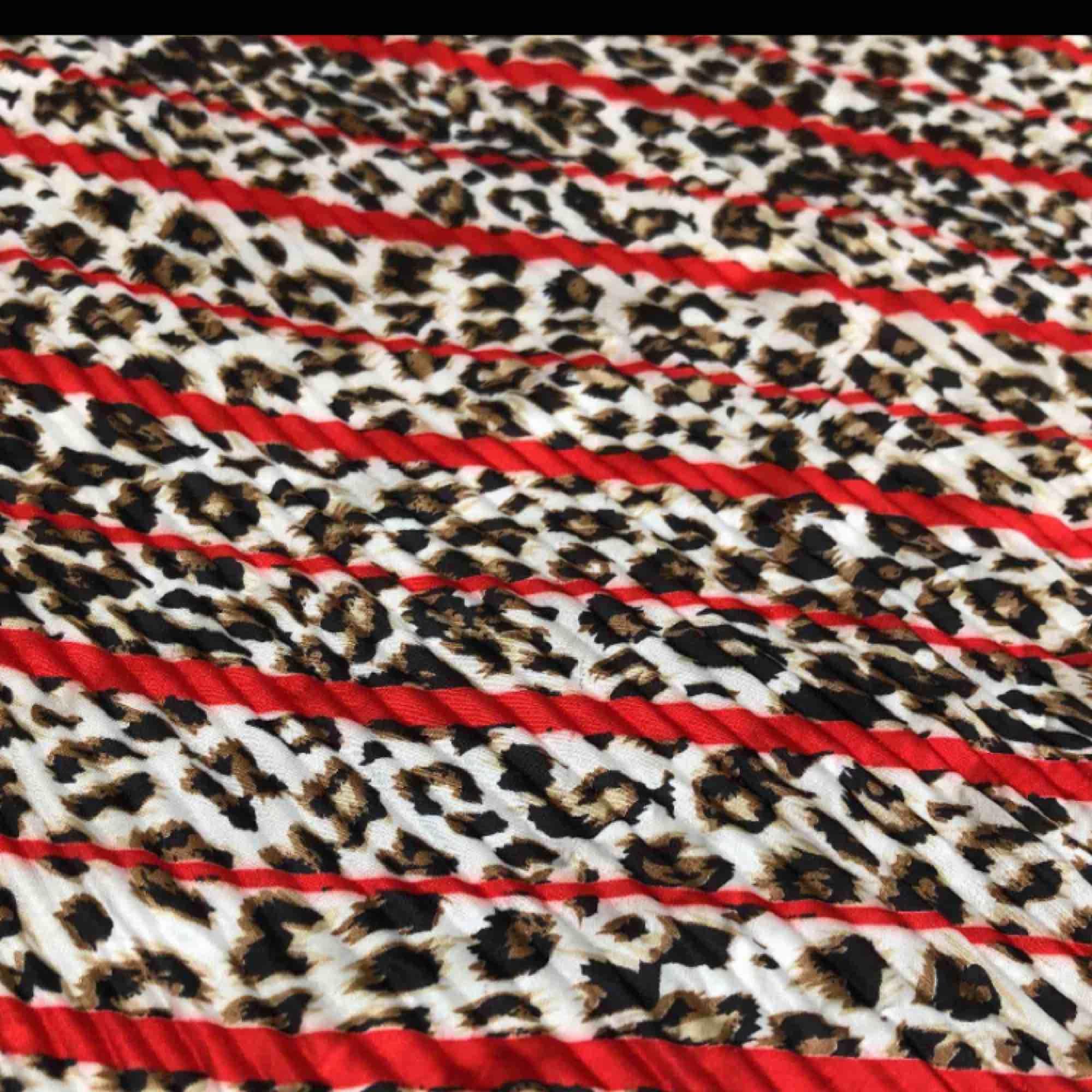 Superfin helt ny och oanvänd scarf. Fri frakt! 🌞. Accessoarer.