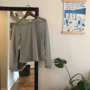 Jättefin transparent glittrig tröja från Monki! Aldrig använd. Kan mötas upp i Malmö lr så betalar köparen porto ❣️❣️
