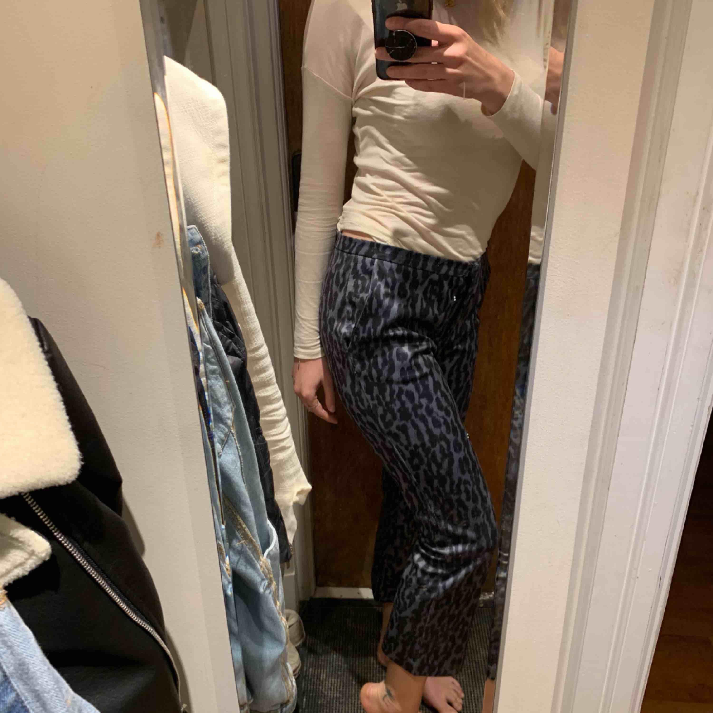 Sååå sköna & snygga byxor från Munthe. För stora för mig då de är en större 38. Jag är mer 36. Inköpta för drygt 200 euro. Finns bland annat att köpa på miinto.se. Jeans & Byxor.