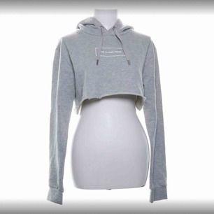 Croppad hoodie från the classy iddes, storlek s. Jättebra skick!