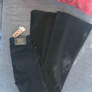 Helt nya crocker jeans, tyvärr för små för mig! Köptes för 600! 🌸 Hör av dig vid frågor, pris kan diskuteras!