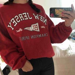 Röd sweater från Pull&Bear. Frakt betalas av köpare
