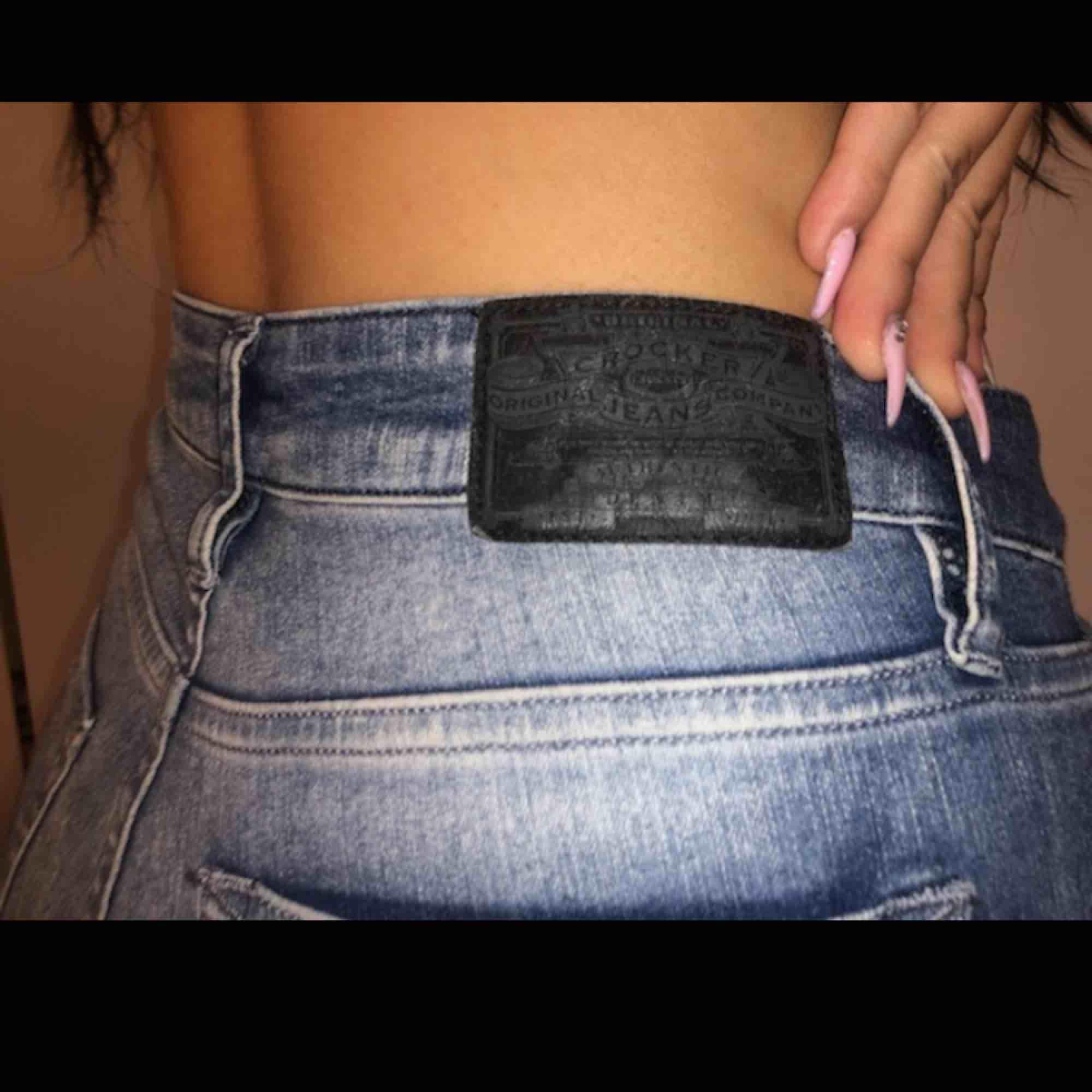 Super snygga jeans från crocker! Kommer tyvärr inte till någon användning :( endast prövade. Passar en S-M. Jeans & Byxor.